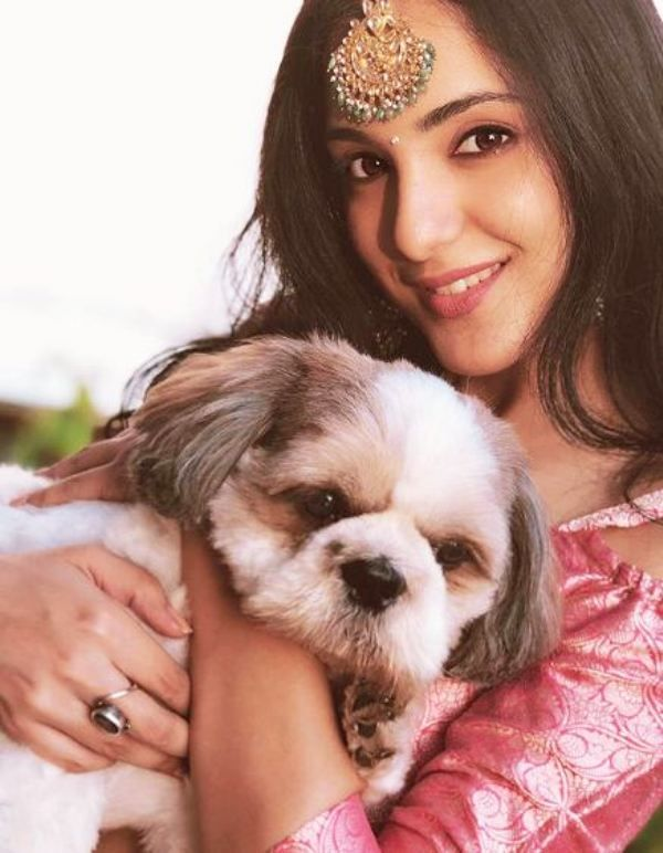 Kanikka Kapur with Her Pet Dog