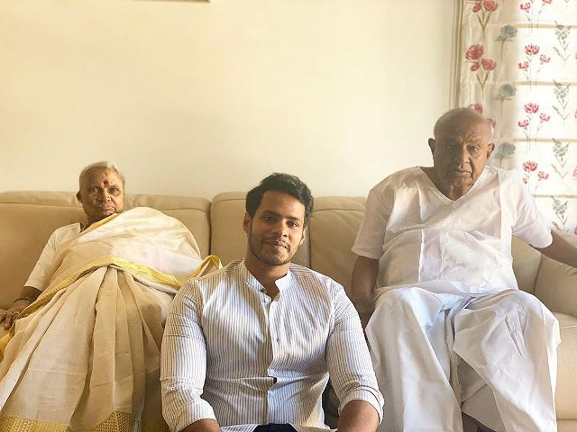 Nikhil Kumaraswamy with his grandparents