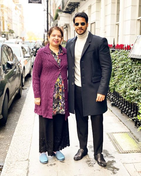 Nikhil Kumaraswamy with his mother