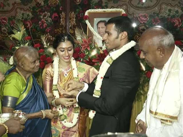 Nikhil Kumaraswamy's engagement picture with Swathi M Gowda