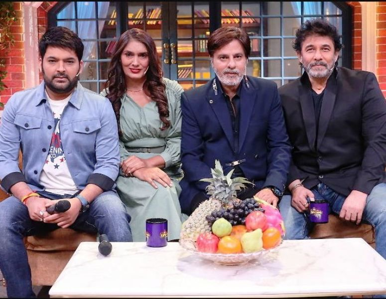 Anu Aggarwal with Rahul Roy, Deepak Tijori, and Kapil Sharma