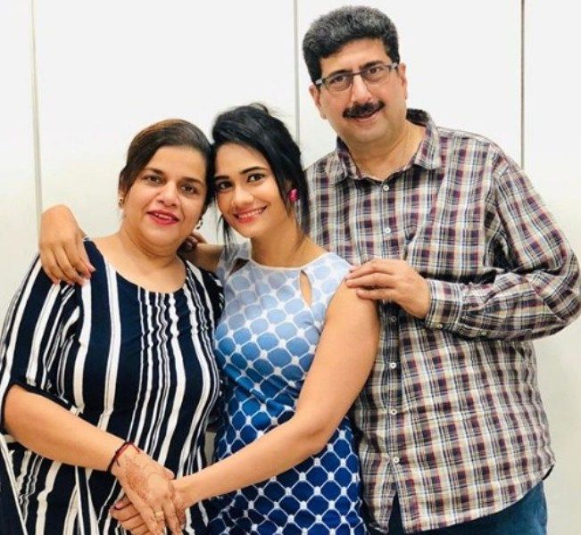 Richi Shah with her Parents