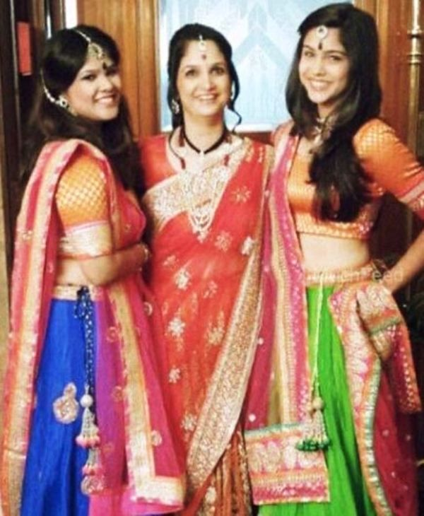 Sharvari Wagh with Her Mother and Sister