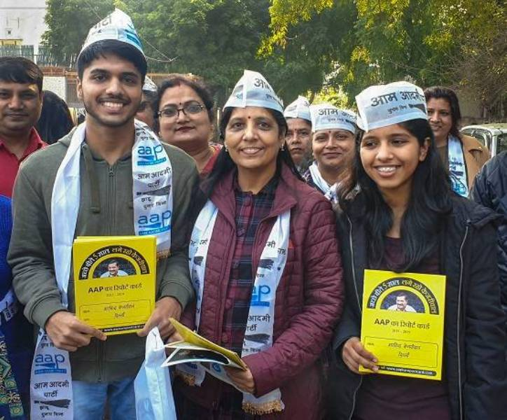 Sunita Kejriwal Rallying for AAP with her Children