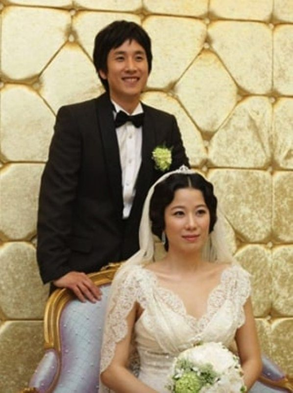 Wedding Picture of Lee Sun-kyun and Jeon Hye-jin