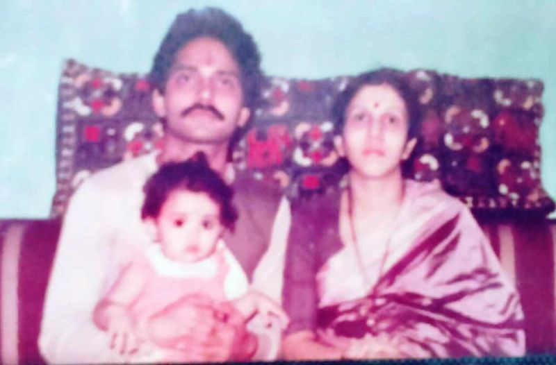 A Childhood Picture of Amruta Khanvilkar With Her Parents