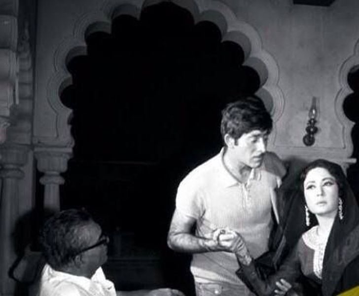 Amrohi directing Raaj Kumar and Meena Kumari in Pakeezah