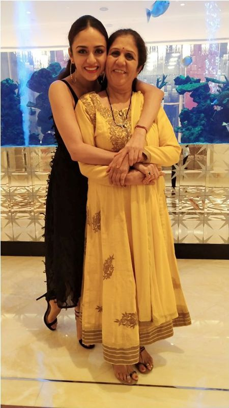 Amruta Khanvilkar With Her Mother