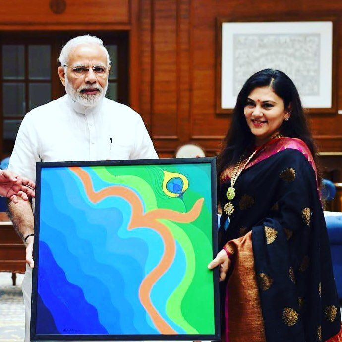 Deepika Chikhalia presenting a painting made by her to Narendra Modi