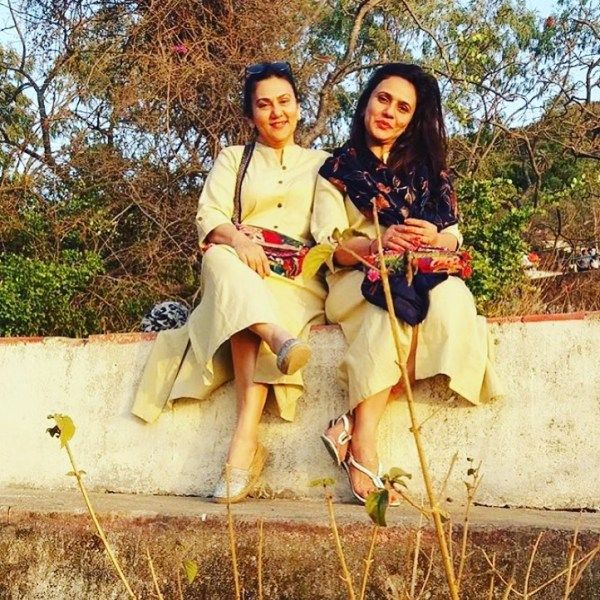 Deepika Chikhalia with her sister Arti