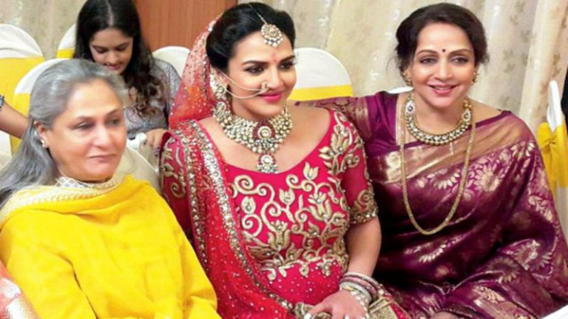 Esha Deol With Hema Malini and Jaya Bachchan