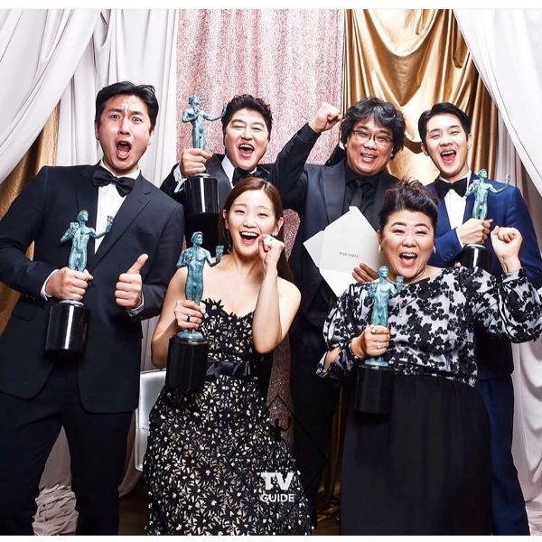 Park So-dam and her cast showing Screen Actors Guild Award