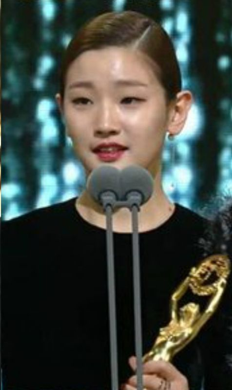 Park So-dam Giving Acceptance Speech at Blue Dragon Film Awards