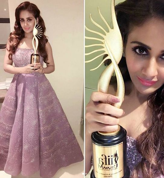 Parul Yadav posing with an award