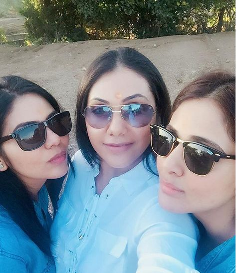 Parul Yadav with her sisters