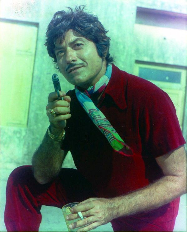 Raaj Kumar Smoking