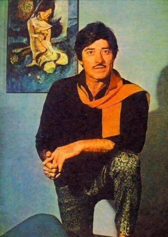 Raaj Kumar givinng a pose