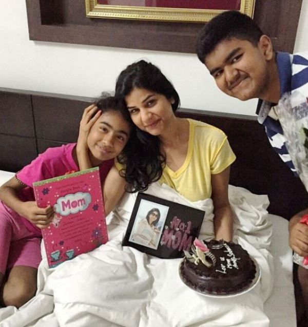 Shobhna Yadav With Her Son and Daughter