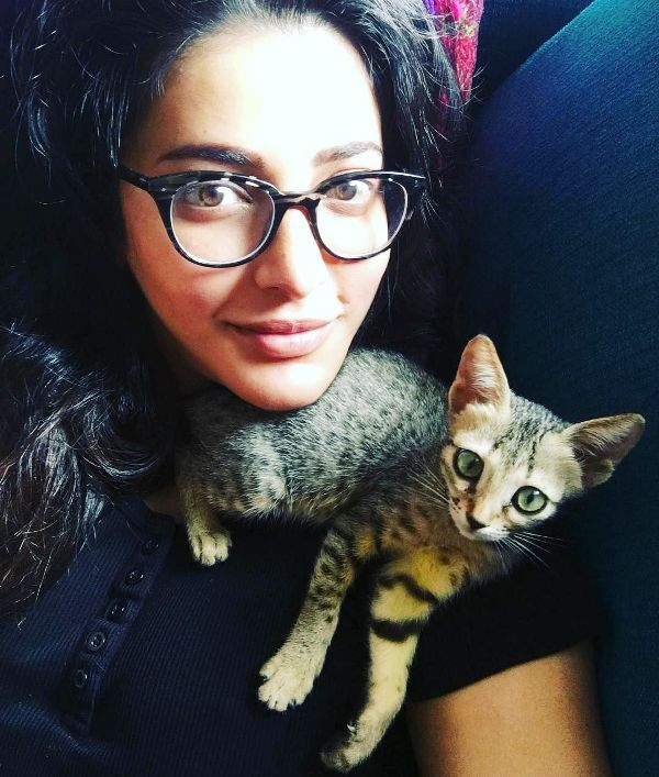 Shruti Haasan With a Cat