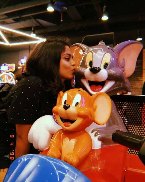 Sonal Vichare with the figures of Tom & Jerry