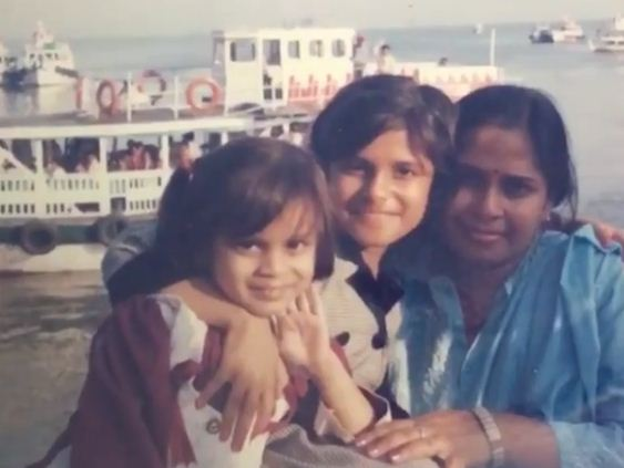 Srishti Dixit's Childhood Picture With Her Sister and Mother