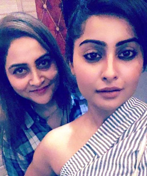 Yukti Kapoor With Her Mother