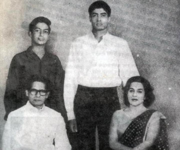 A Rare Photo of Teji Bachchan With Her Husband and Children