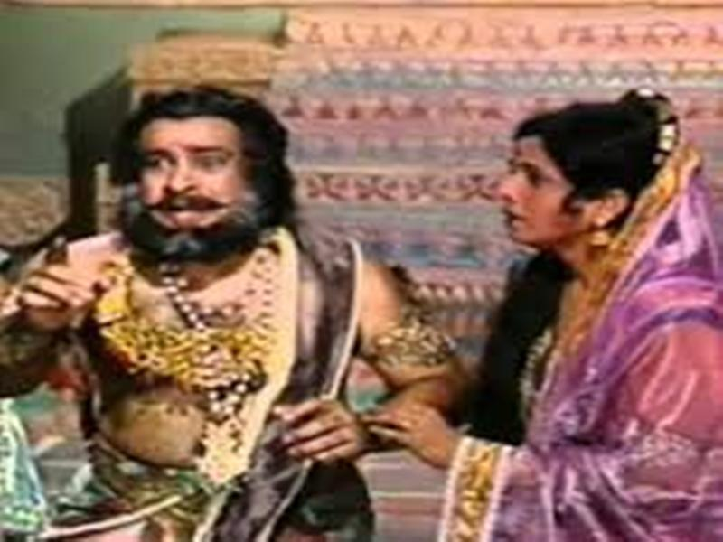 Bal Dhuri as Dashrath and Jayshree Gadkar as Kaushalya in Ramayan