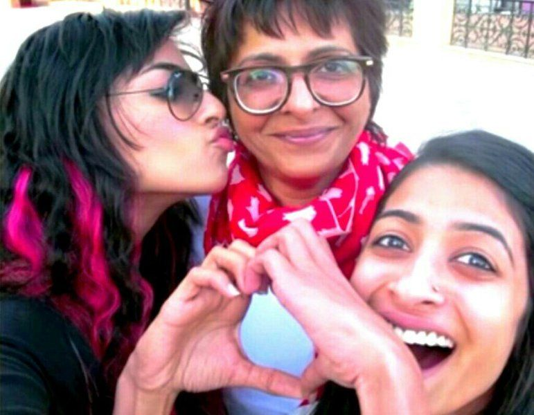Bani J With Her Mother and Sister