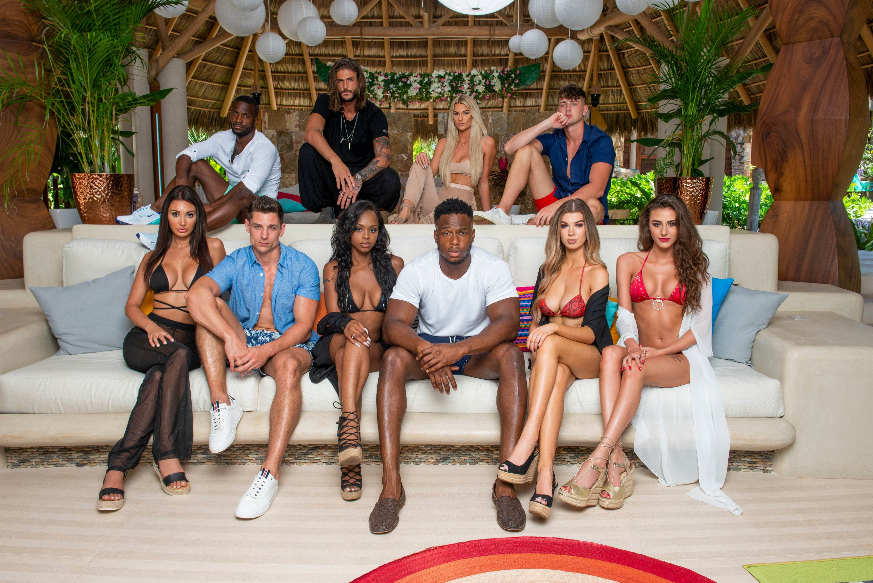 Chloe Veitch with Other Contestants of 'Too Hot To Handle'