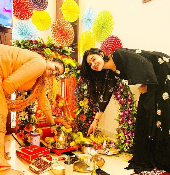 Kangna Sharma seeking Lord Ganesha's blessings
