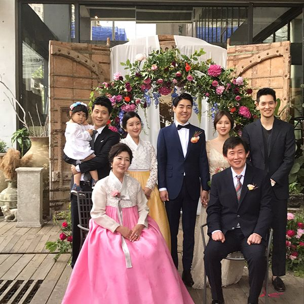 Lee Jong-hyun With his Family at his Sister's Wedding