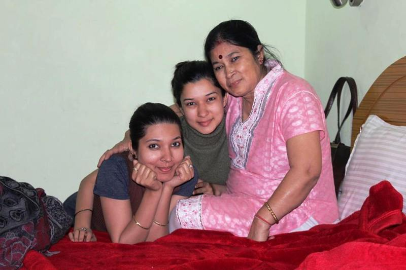 Meenakshi Joshi With Her Mother and Sister