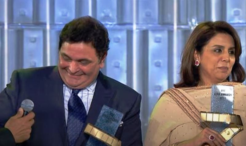 Neetu Singh and Rishi Kapoor Receiving Award
