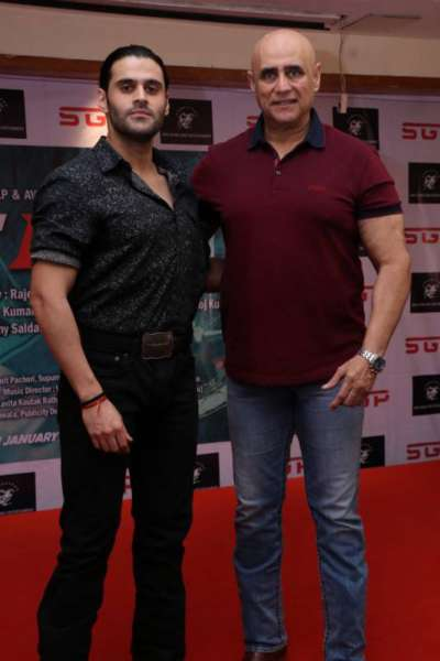 Puneet Issar with his son