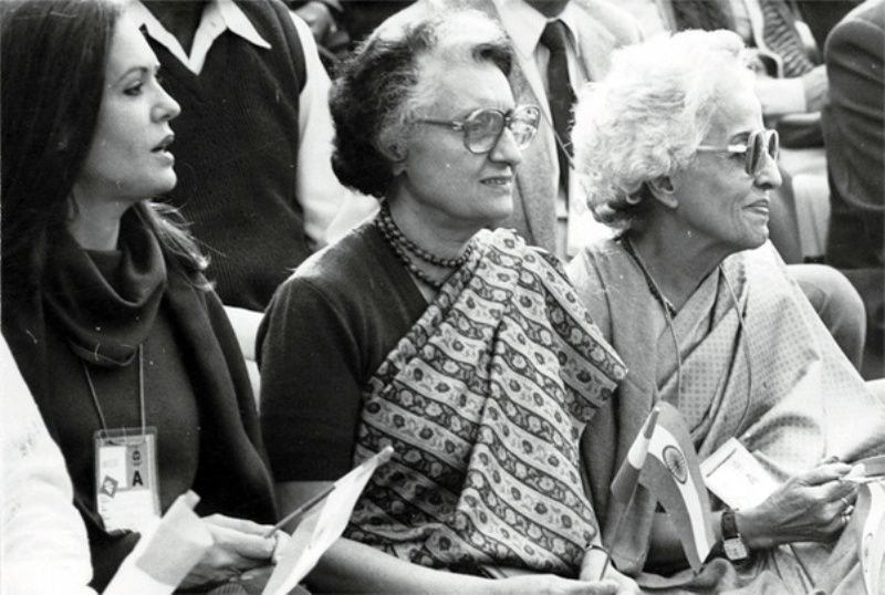 Teji Bachchan (extreme right) With Indira Gandhi and Sonia Gandhi (extreme left)