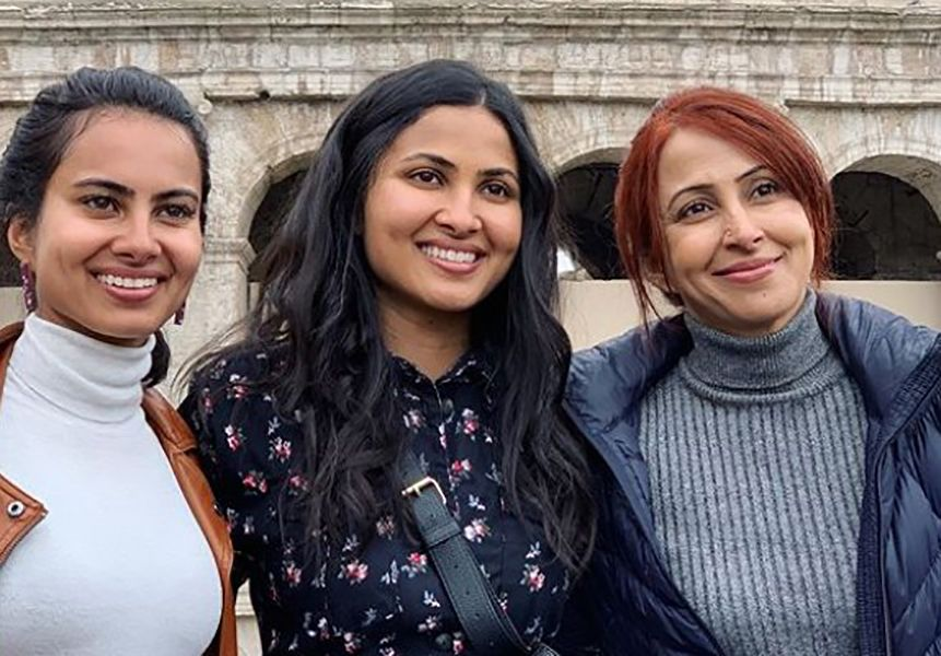 Vidya Vox with her Mother and Sister