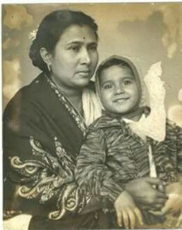 A Childhood Photo of Sarvadaman D Banerjee With His Mother