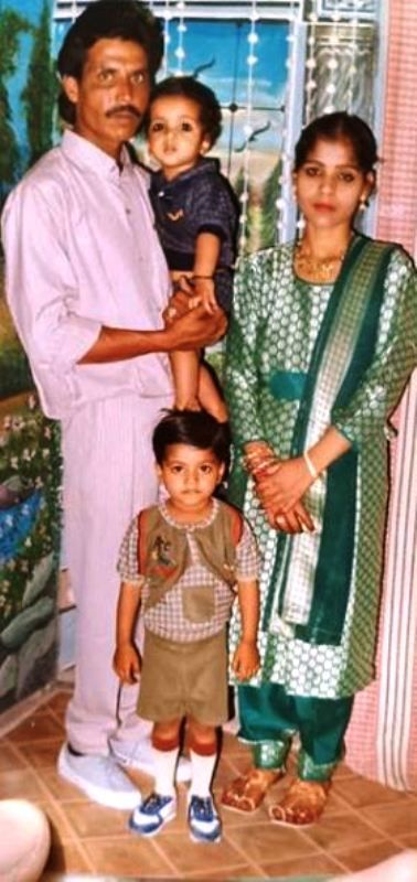 Aasif Khan's Childhood Picture With His Family
