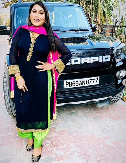 Afsana Khan with her car