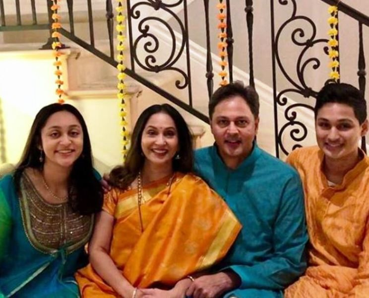 Ashwini Bhave With Her Husband and Children
