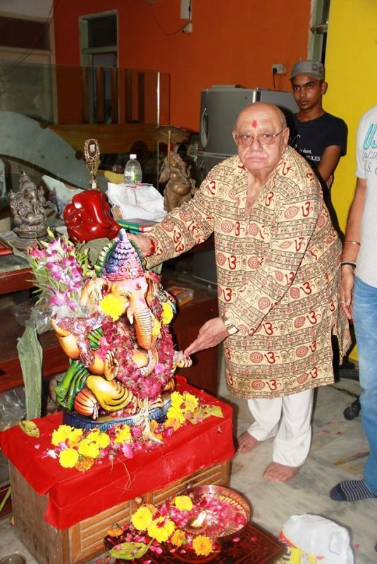 Bejan Daruwalla With an Idol of Lord Ganesha