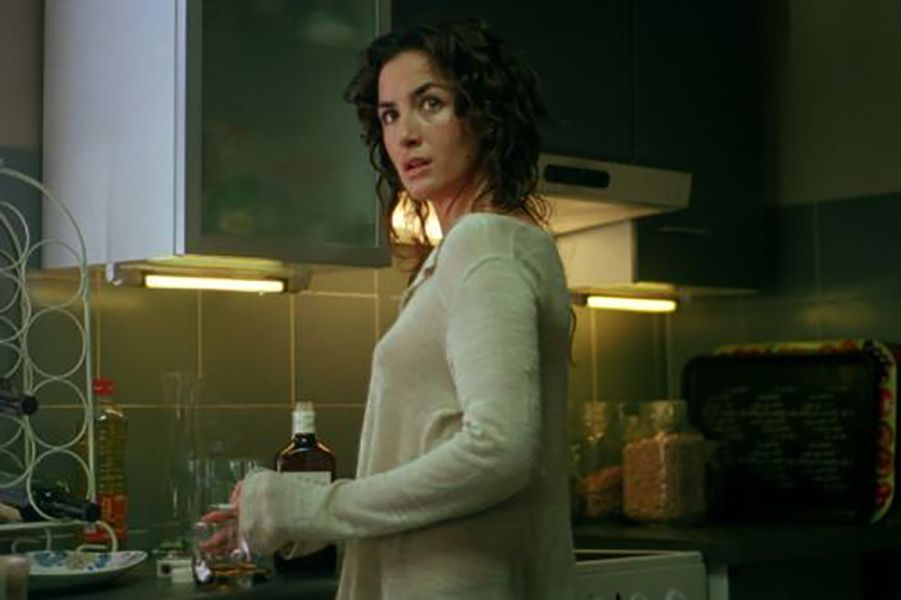 Belén López in a Scene from La Distancia (2006)