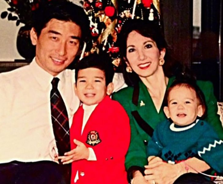 Childhood Picture of Mari Kasuya with her Family