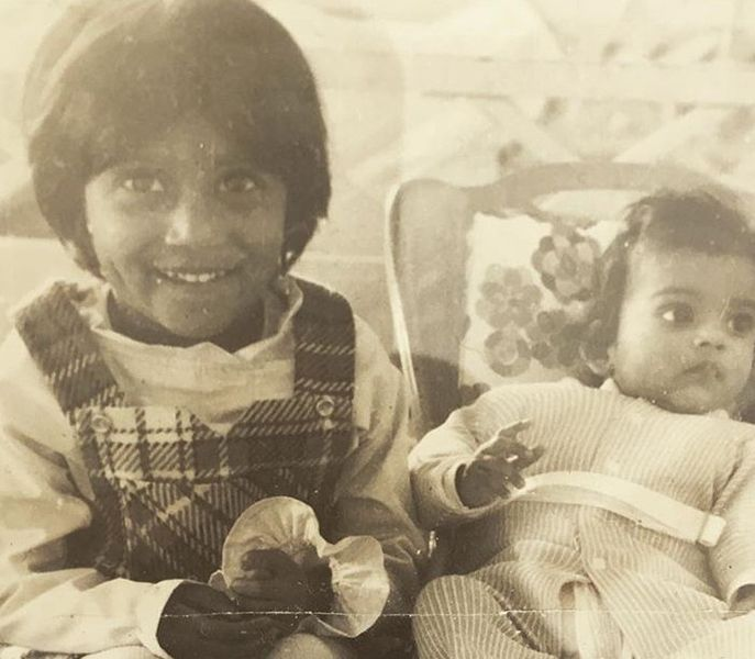 Childhood Picture of Poorna Jagannathan wilth her Sister