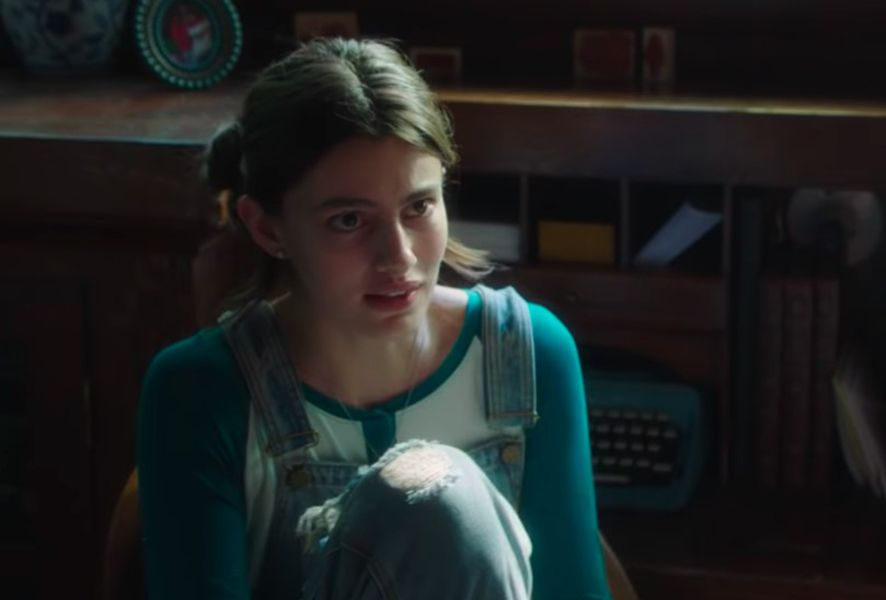 Diana Silvers in a Scene from 'Into the Dark' (2019)