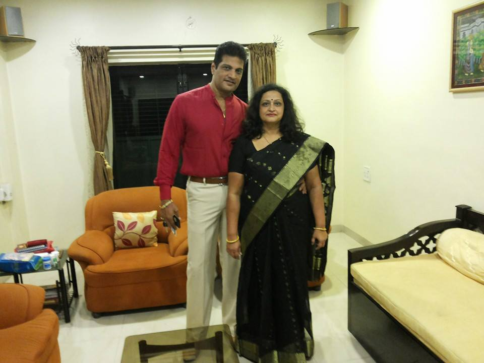 Mahendra Murlidhar Ghule with his wife