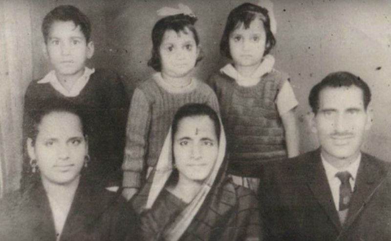 Paan Singh Tomar With His Mother, Wife, and Children