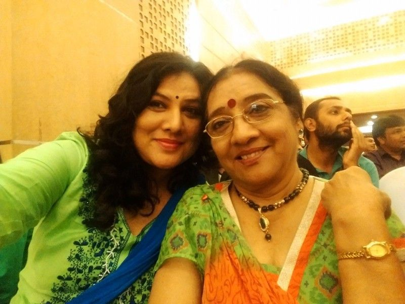 Pinky Parikh With Her Mother