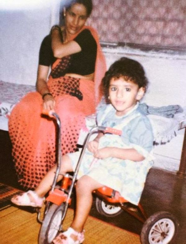 A Childhood Picture of Khushboo Upadhyay With Her Mother